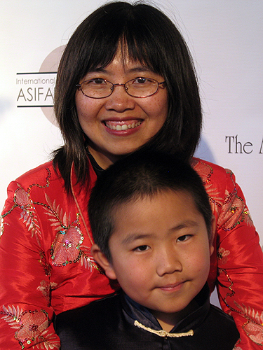 Perry_Chen__mom_Zhu_Shen__Annie_Awards_for_animation_red_carpet_2-6-2010